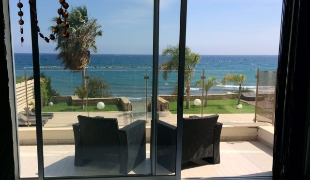 Luxury 3 bedroom beach front apartment in AMATHUS-LIMASSOL Cypurs